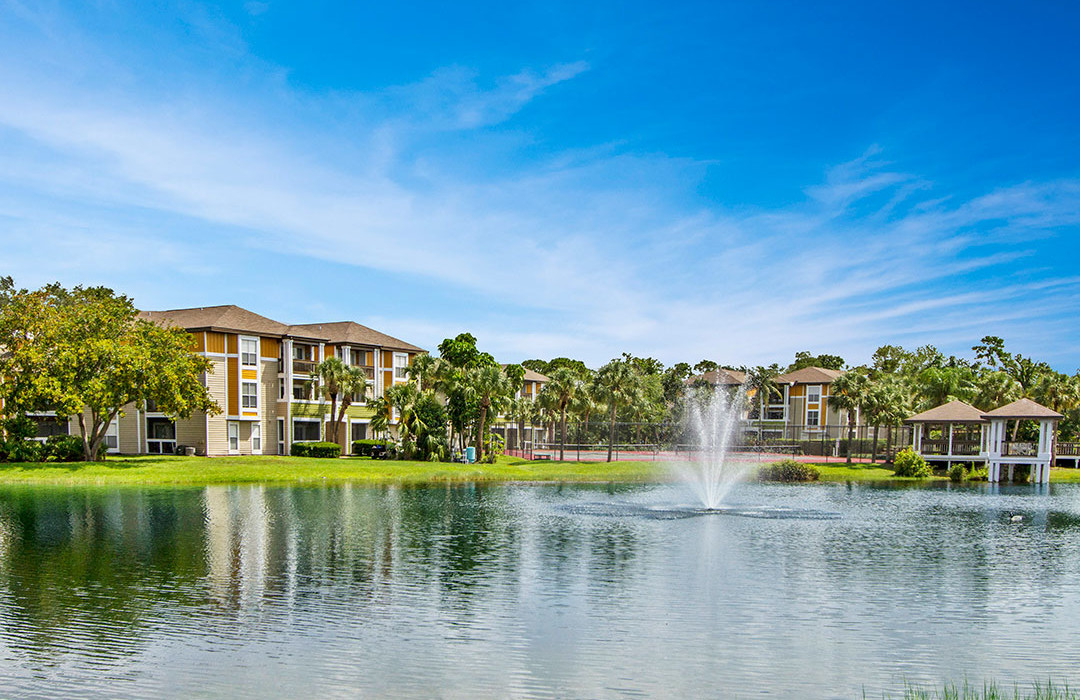 Palm Cove Apartments Pond and Fountain